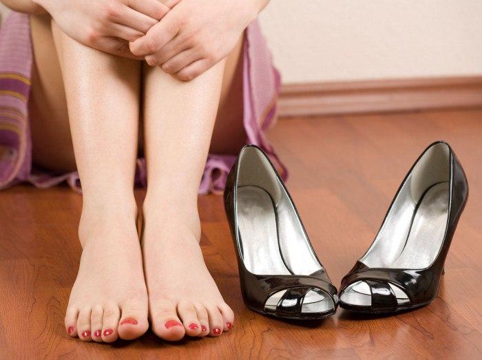 Крутит ноги что делать как лечить